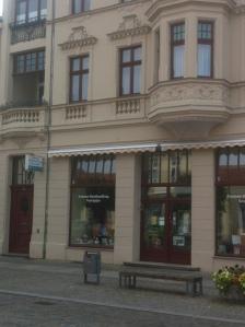 Fontane-Buchhandlung (rechts neben dem Geburtshaus)