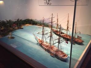 Südseeinsel mit Handels- und Kriegsschiff Foto: nw2015