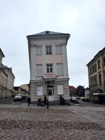 Das schiefe Haus, Sitz des Kunstmuseums Foto: nw2016