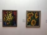 rechts: Karl Schmitt-Rottluff, Sonnenblumen auf grauem Grund, 1928 | Foto: nw2017