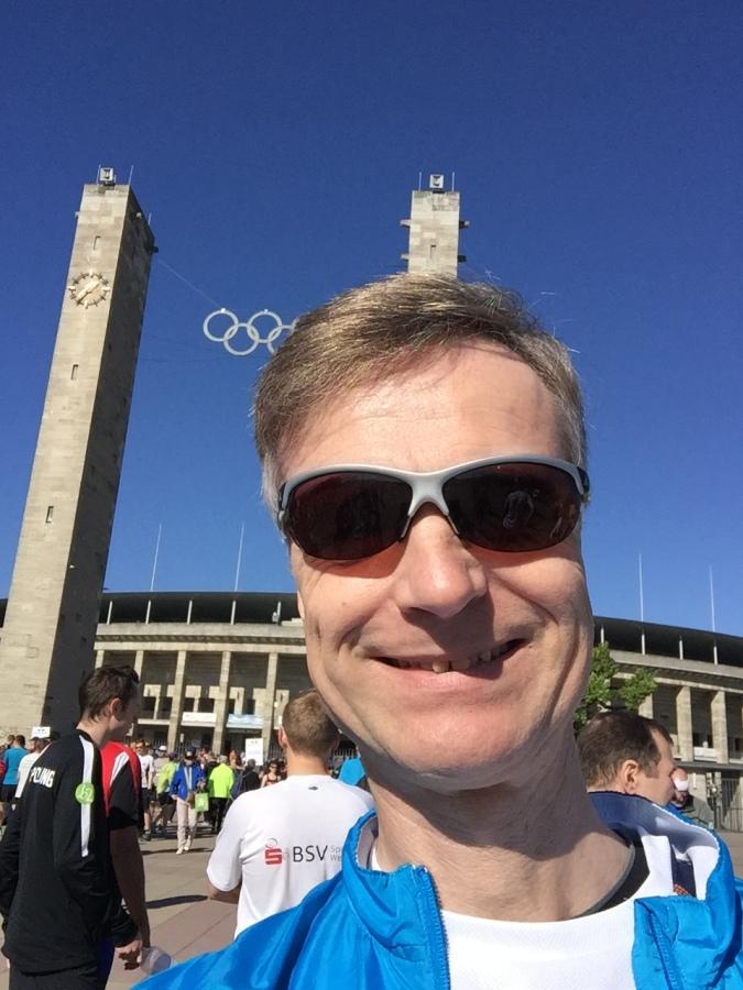 Olympiastadion vor dem S25 Berlin 2018 #running