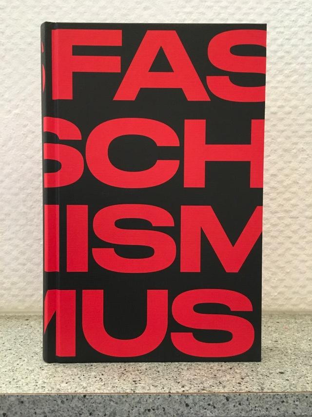 Madeleine Albright, Faschismus | Foto: nw2019 #Politik #Sachbuch
